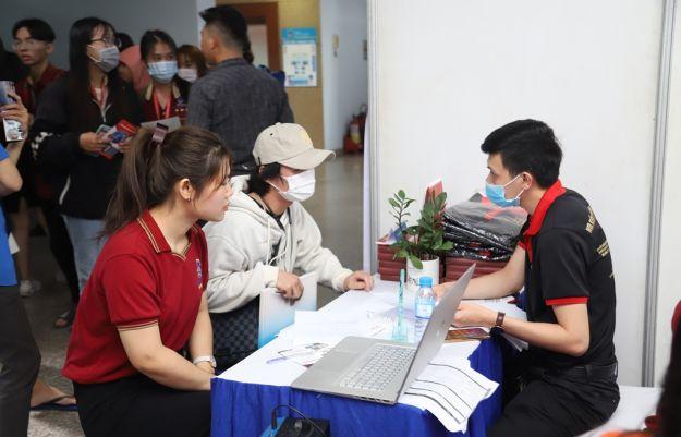 Hàng nghìn cơ hội việc làm cho sinh viên Trường ĐH Nguyễn Tất Thành
